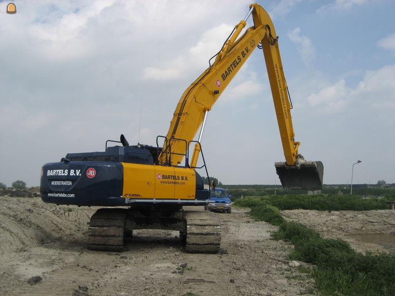 Hitachi ZX 350 LC-6 SLF voor Bartels Grondwerken B.V. Moerstraten