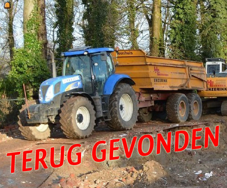 De ontvreemde NW tractor T 6070 met Veenhuis zandkipper van Enzerink