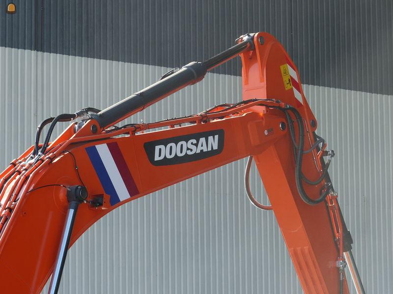 Doosan DX340 LC-5 rupsgraafmachine voor Next Rental Cruquius