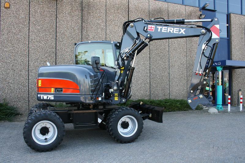 Terex TW 75 mobiele graafmachine voor Transportbedrijf Fred Puts B.V. Maasbracht