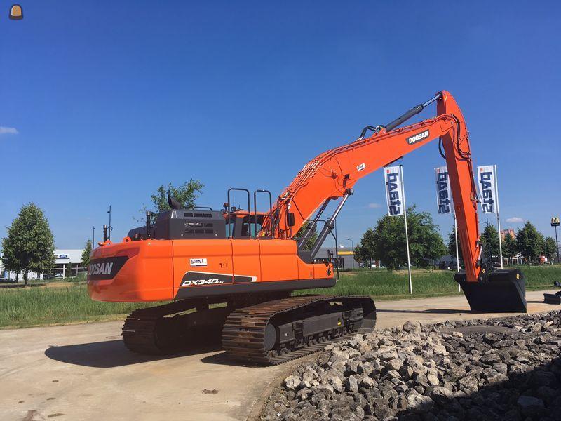 42 ton zware Doosan DX340LC5 Semi Long Reach is voorzien van een giek met 14 meter bereik