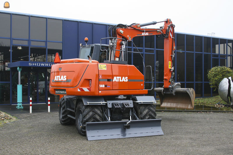 Atlas 140W bandenkraan voor  Hoveniersbedrijf Kapaan V.O.F. uit Opheusden