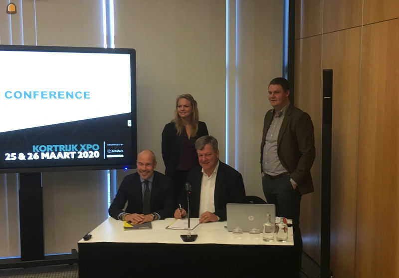 Ondertekening van de overeenkomst door Gert-Jan van den Nieuwenhoff (Ahoy) & Johan Verhelst (Matexpo