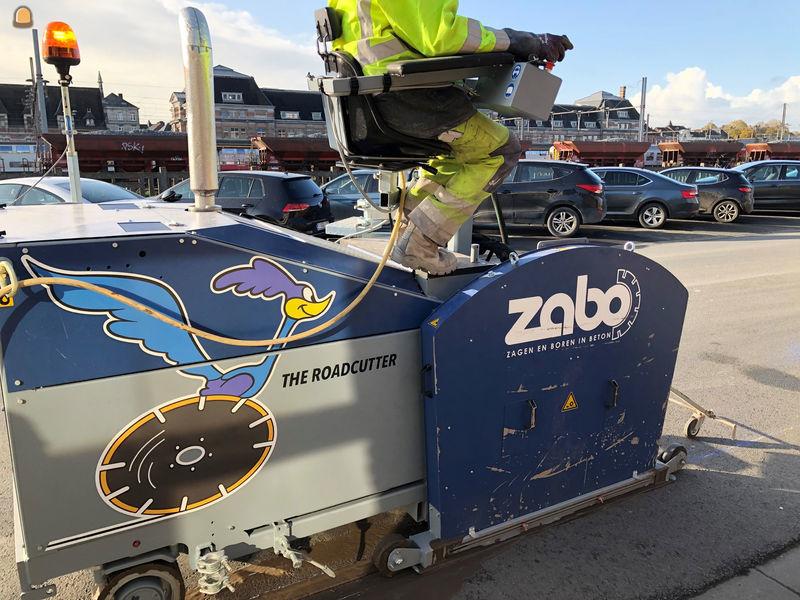 de nieuwe zaagmachine van ZABO dan ook ineens als