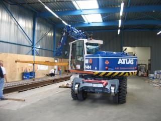 De Atlas 1404 met van ABE Tieleman Services in Rotterdam met het vereenvoudigde lmb-systeem.